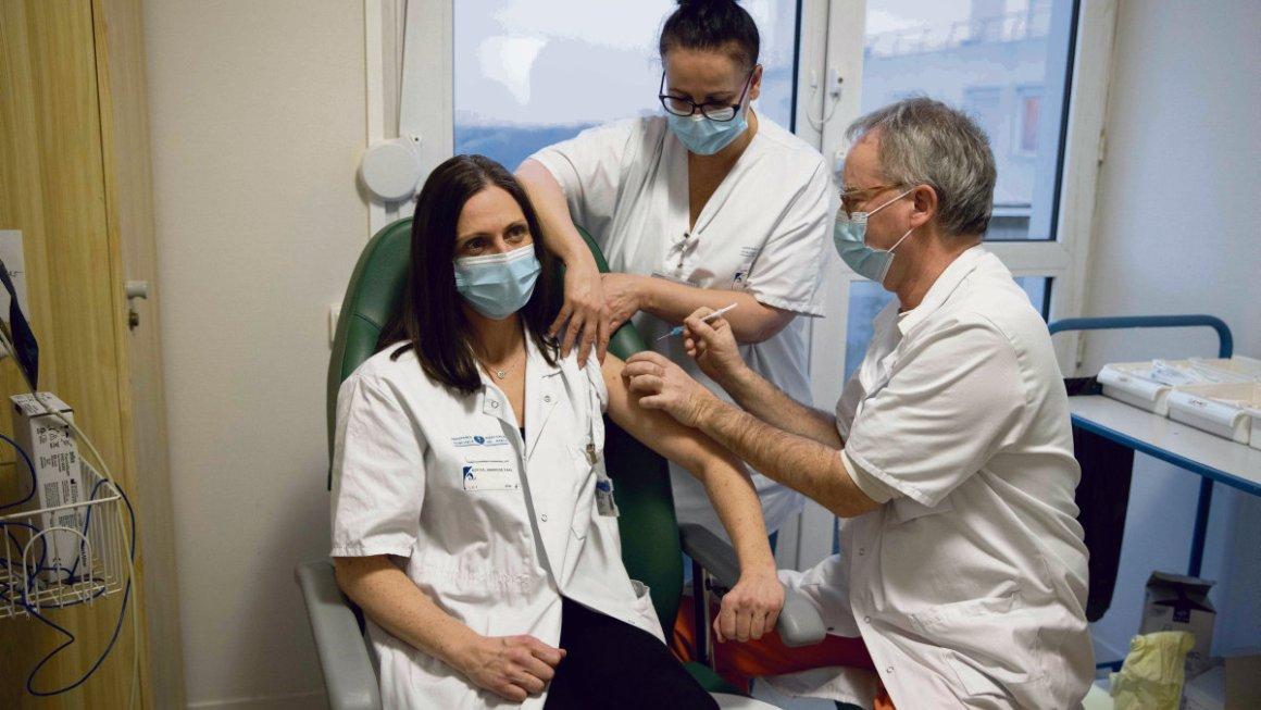 Bota : Franca Do Te Bëjë Të Detyrueshme Vaksinimin E Punonjësve Të Kujdesit Shëndetësor