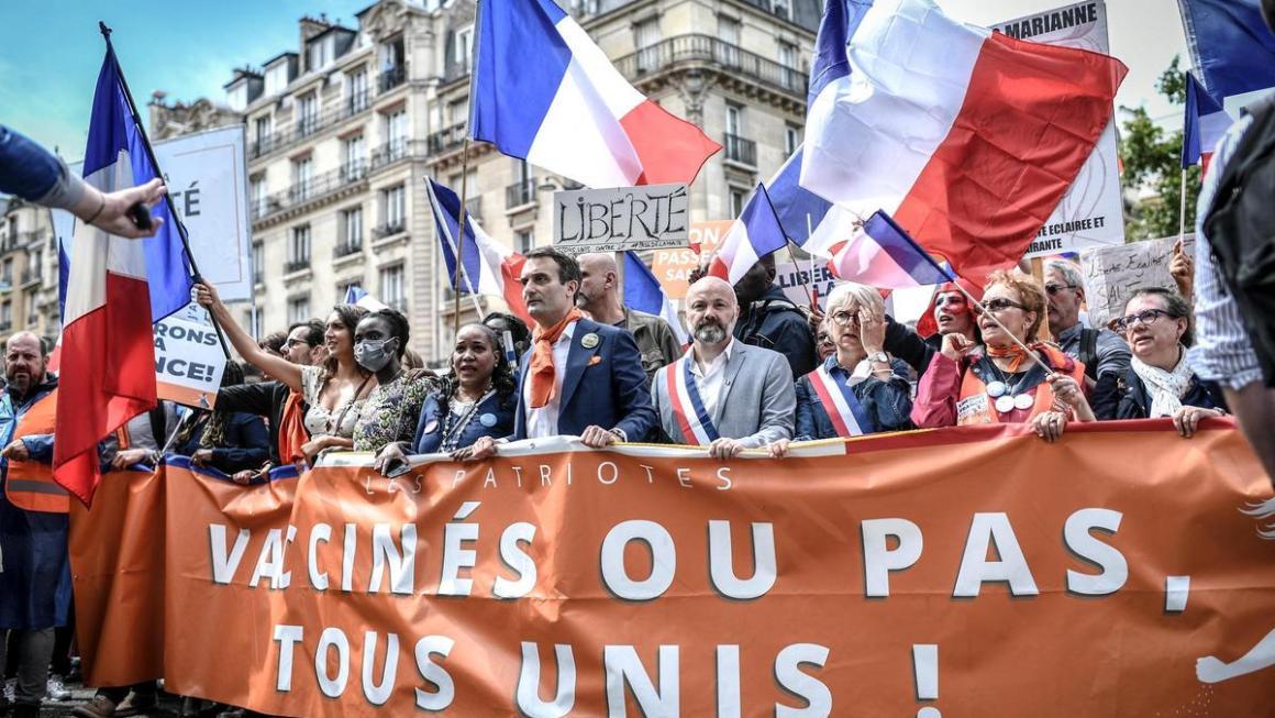 """Java E Pestë Që Mijëra Francezë Marshojnë Kundër """"Pasaportës Së Shëndetit Covid-19"""" Në Paris"""