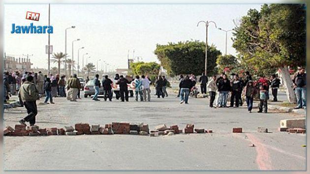 محتجون يقطعون الطريق الرابطة بين نابل وتركي