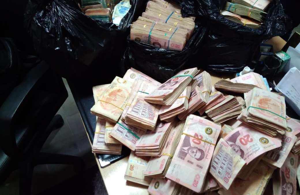 الحرس الديواني بقليبية والمنستير يحجز مبالغ مالية و بضائع مهربة بقيمة تجاوزت 700 ألف دينار.