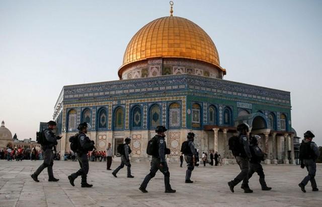 فلسطين: شرطة الإحتلال تقتحم المسجد الأقصى ووقوع إصابات كثيرة في صفوف الفلسطينيين
