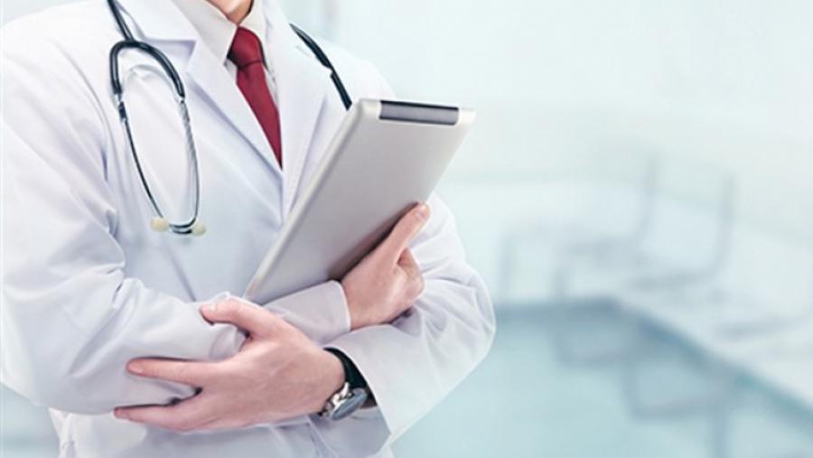 نقابة أطباء الصحة العمومية: قرار المشيشي إلغاء العطل أساء إلينا