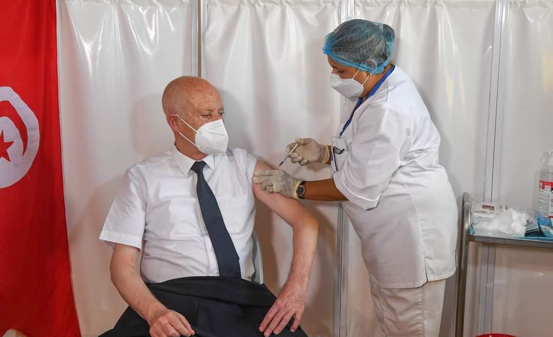 رئيس الجمهورية قيس سعيّد، يتلقى الجرعة الأولى من التلقيح ضد فيروس كورونا