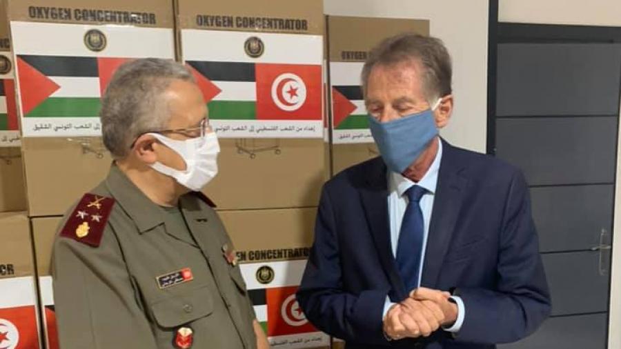 فلسطين تهب تونس مكثّفات أكسيجين.