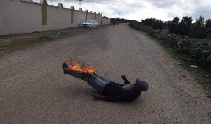 عاجل: مواطن يحاول اضرام النار في جسده