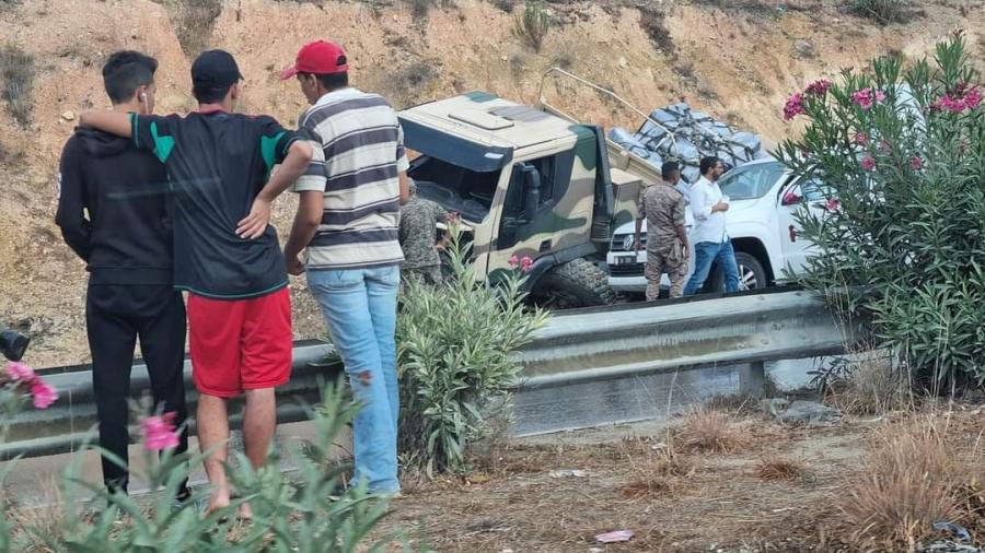 طريق تونس-بنزرت : انزلاق شاحنة عسكرية يعطّل حركة المرور