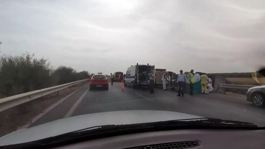 """وفاة شخص في حادث اصطدام بين عربة وشاحنة خفيفة بالطريق السيارة """"أ1"""""""