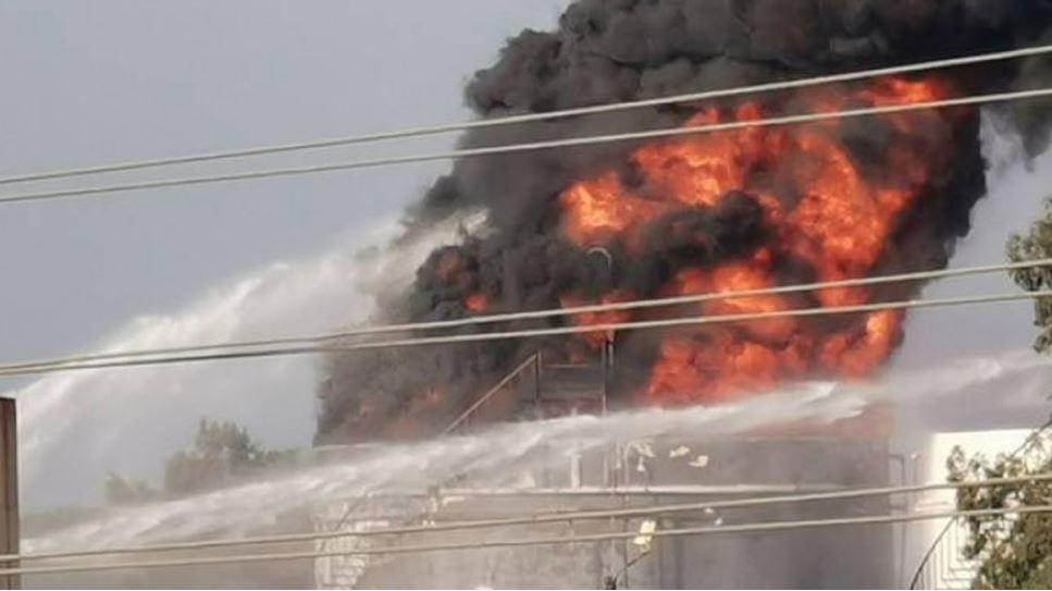 لبنان : اندلاع حريق ضخم في منشأة نفطية ومخاوف من وقوع انفجار