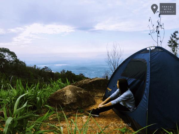 Bãi cắm trại ở cột 135 trên núi Chứa Chan