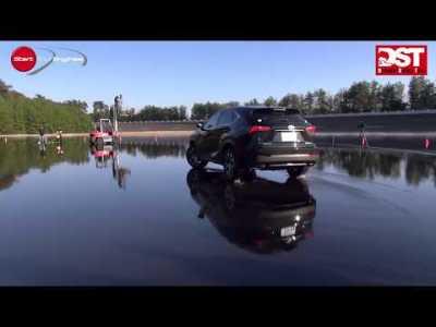 メルセデス・ベンツGLA250 vs レクサスNX200tFスポーツ(ウェット旋回ブレーキ編)【DST#077-05】