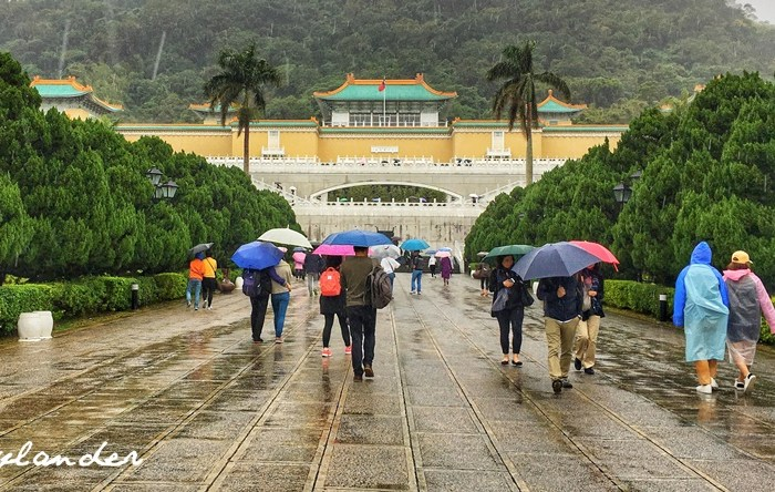 Drenched and Cold at Taipei's National Palace Museum