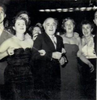 Uniek jubileum in de zwemwereld: Amsterdamse clubs DJK en Het Y vieren in 1952 samen hun 60-jarig bestaan