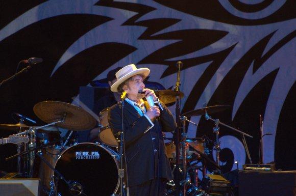 File:Bob Dylan Finsbury Park London 2011.jpg - Wikimedia Commons
