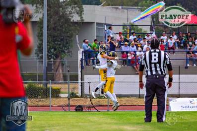FUNDIDORES_at_RAPTORS_playoffs14