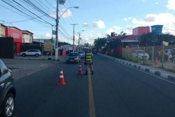 Agentes de Trânsito e PM abordam centenas de veículos em operação São João em Lauro de Freitas