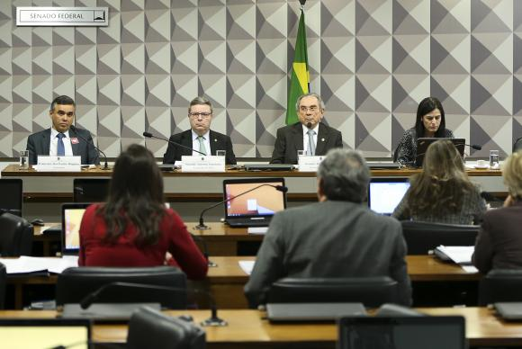 Impeachment: comissão encerra semana com depoimentos de testemunhas de defesa