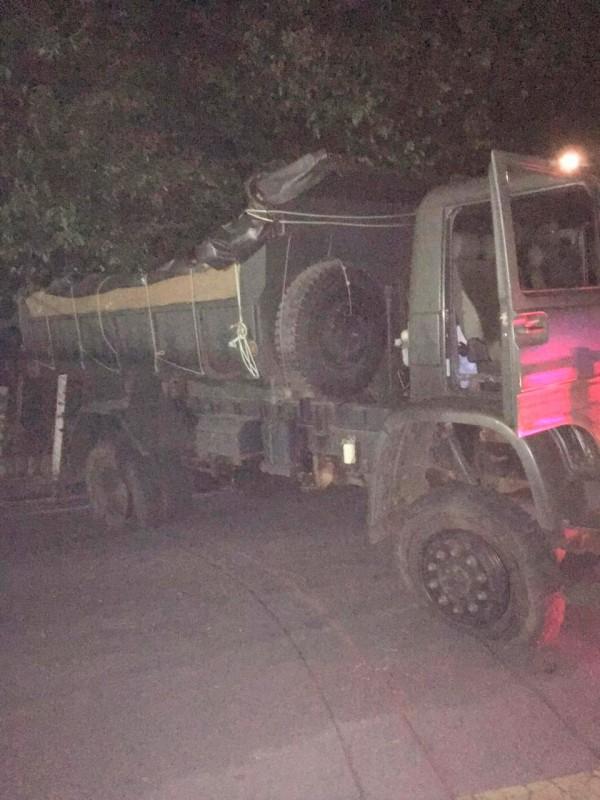 Caminhão do exército é usado por militares para transportar toneladas de maconha