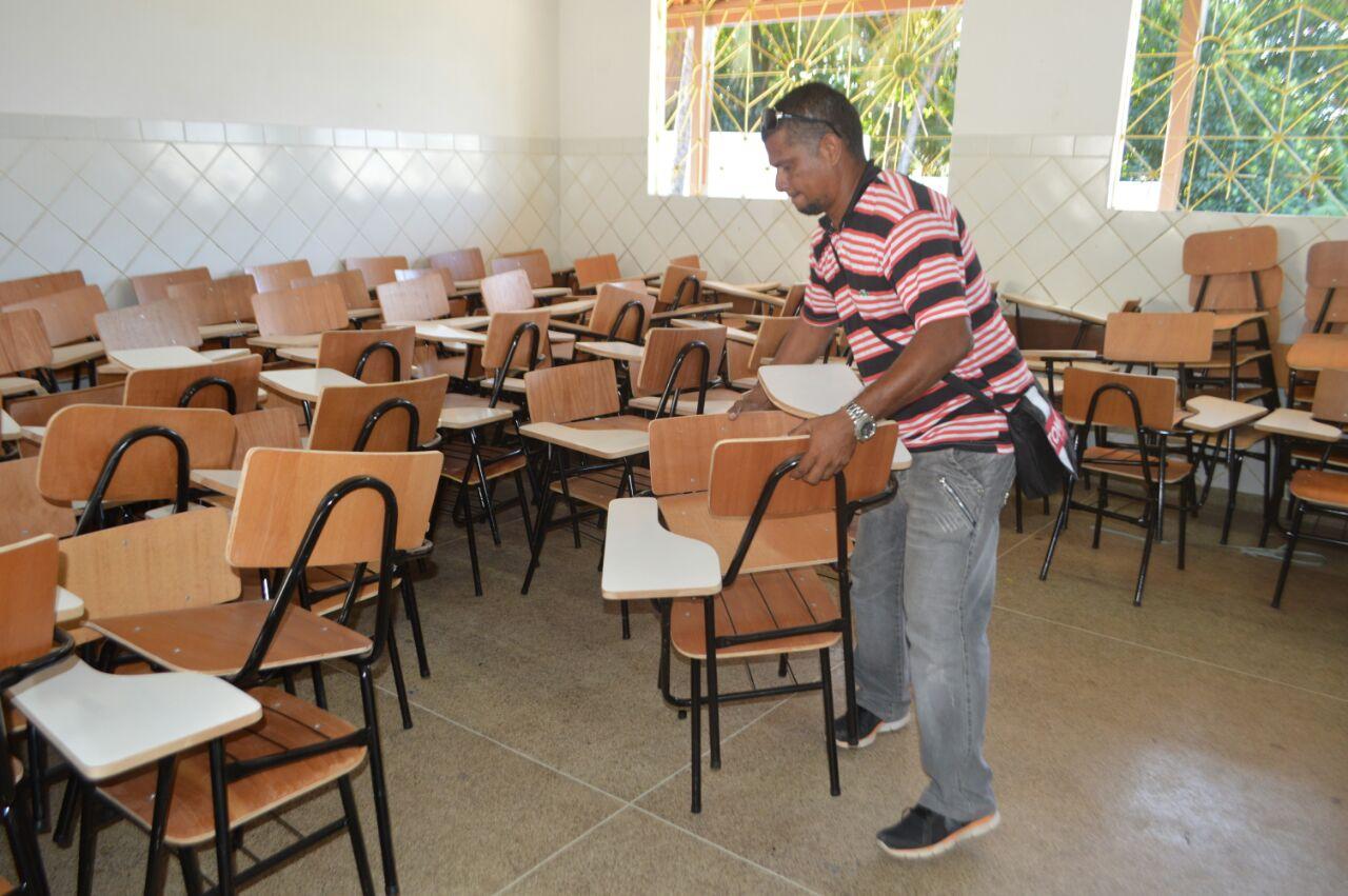 Prefeitura segue entregando novo mobiliário nas escolas municipais