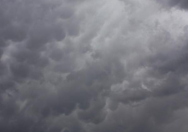 Nova frente fria traz promessa de semana chuvosa na Bahia