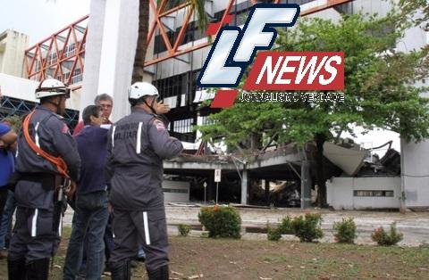 Bombeiros trabalham para início da perícia no Centro de Convenções