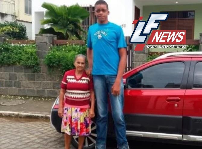 Com doença não diagnosticada, adolescente com 2,18m enfrenta dificuldades em Ipiaú