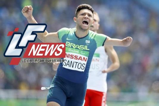 Brasileiro quebra recorde mundial e ganha ouro na final dos 100 metros rasos