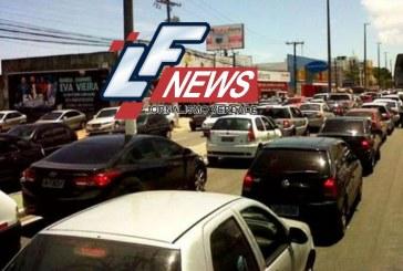 Supermercado atacadista Assaí congestiona Estrada do Coco pelo terceiro dia seguido