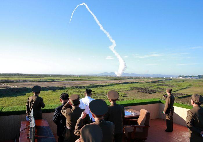 Coreia do Norte divulga vídeo de novíssimos mísseis terra-ar