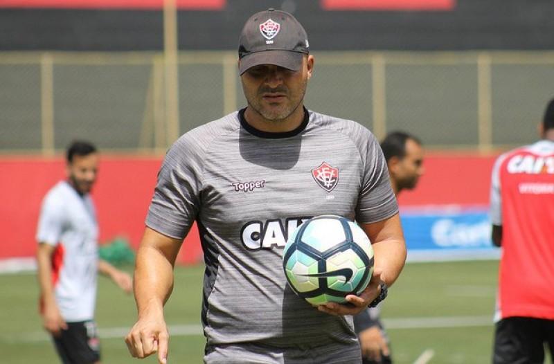 Brasileirão: no Z-4, Vitória recebe Chapecoense no Barradão