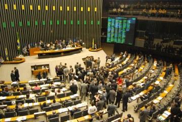 Câmara vota nesta terça distritão e fundo público para 2018