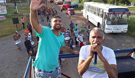 Vídeo: Pastor Isidório 'mete dança' em festa de Carnaval