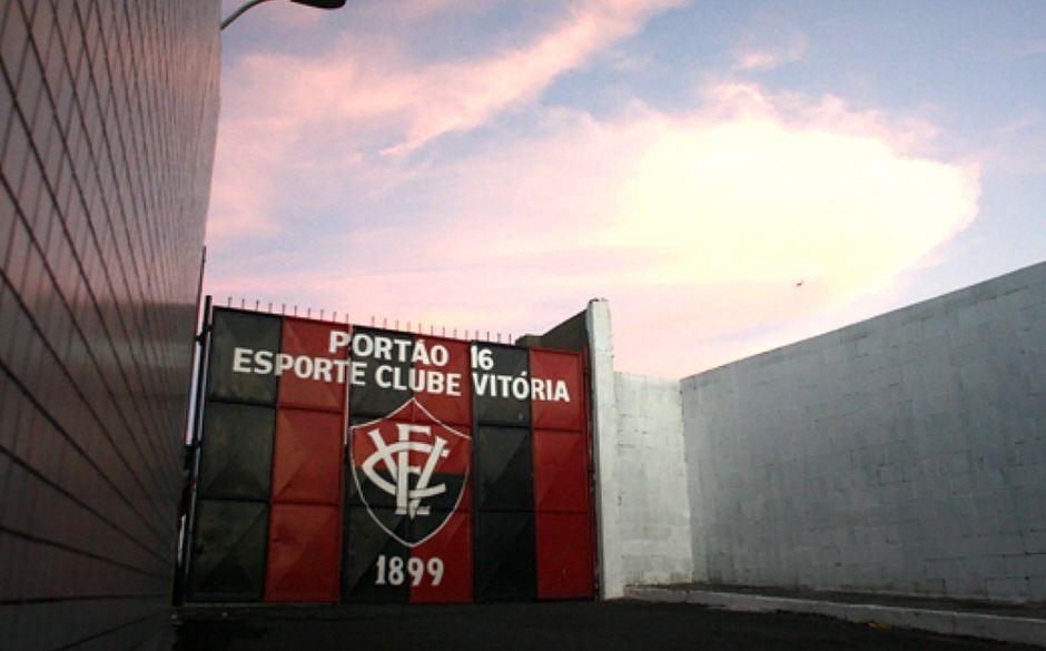 Debandada: 22 conselheiros do Vitória apresentam carta de renúncia e deixam clube