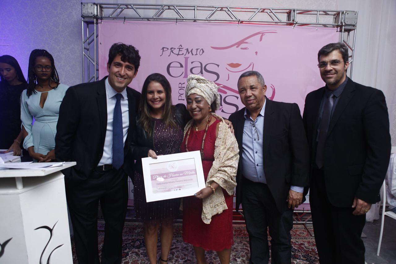 Deputada Mirela recebe prêmio pelo trabalho realizado no recôncavo baiano