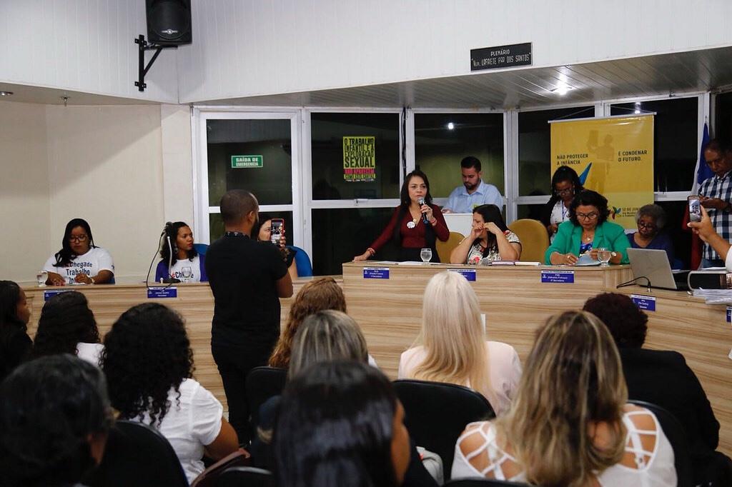 Moema destaca ações do município contra exploração de crianças e adolescentes em sessão na Câmara