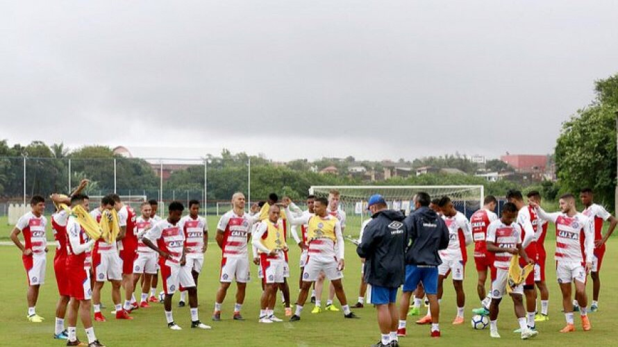 Em busca do primeiro triunfo fora de casa, Bahia enfrenta o Paraná, às 20h