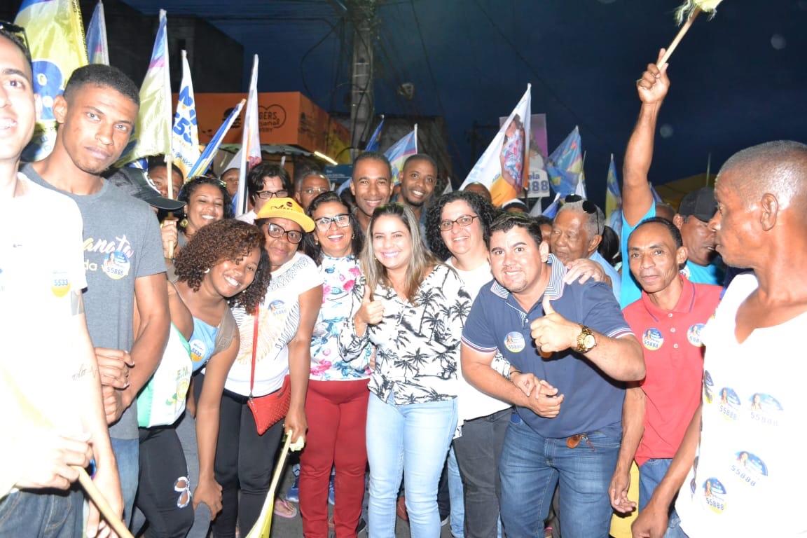 Alex Simões e seu grupo marcaram presença na caminhada do expresso M&M em Itinga