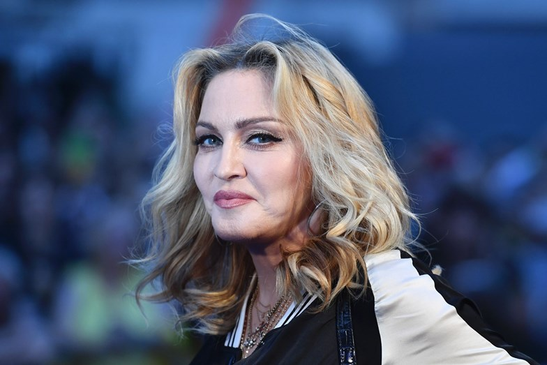 """Após cantoras silenciarem, Madonna se pronuncia contra Bolsonaro: """"Ele não"""""""