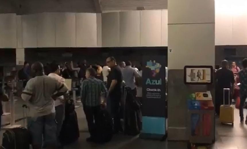 Apagão gera atrasos de voos e transtornos no aeroporto de Salvador
