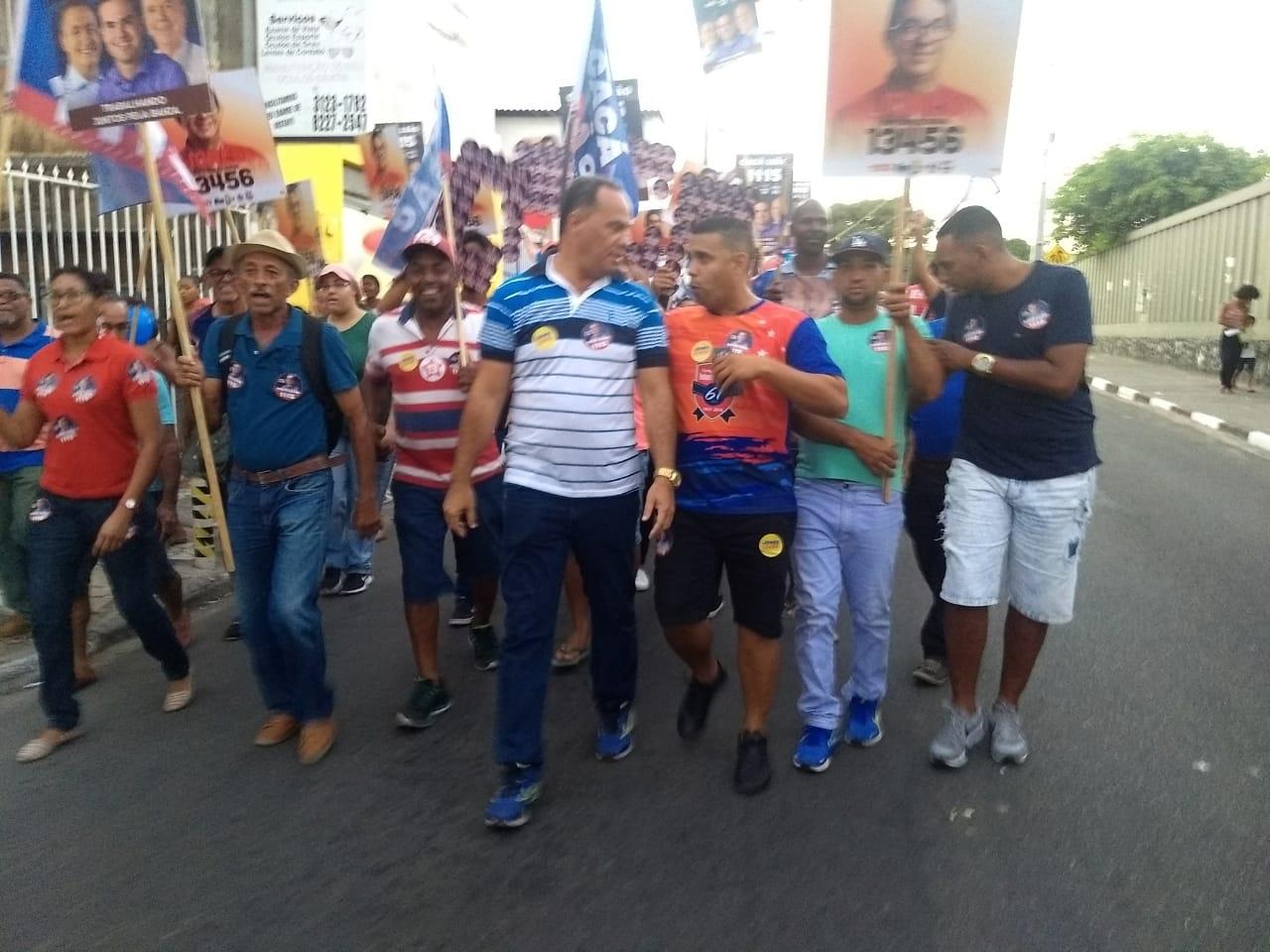 Mostrou a força! Vereador César realiza uma grande caminhada em Itinga, para seus candidatos
