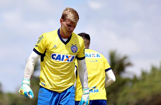 STJD pune Douglas com 2 jogos de suspensão; Bahia entrará com efeito suspensivo