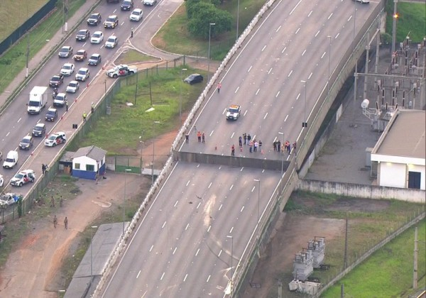 Você viu? Viaduto na Marginal Pinheiros cede e via expressa é interditada em São Paulo