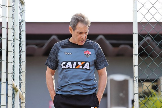 Vixe! Carpegiani não é mais treinador do Vitória