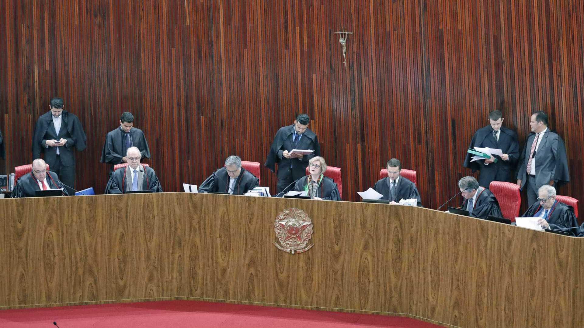 Maioria do TSE vota por arquivar ação do PT para cassar Bolsonaro
