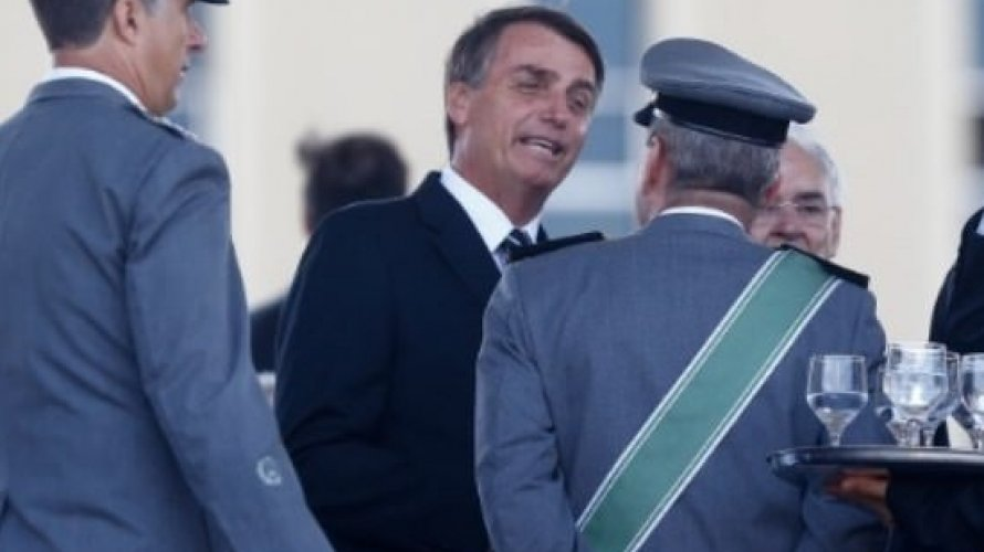 Posse de Bolsonaro deve contar com aparelhos que bloqueiam celular e drones