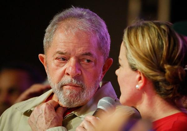 Lula assiste posse de Bolsonaro pela TV e diz que discurso foi vazio