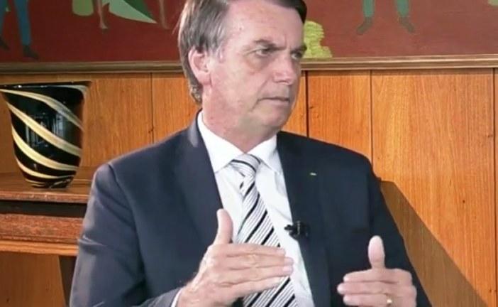 Governo Bolsonaro retira controle de erros e libera propaganda em livros didáticos