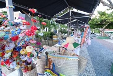Feira de artesanato movimenta Praça dos Artistas em Vilas do Atlântico