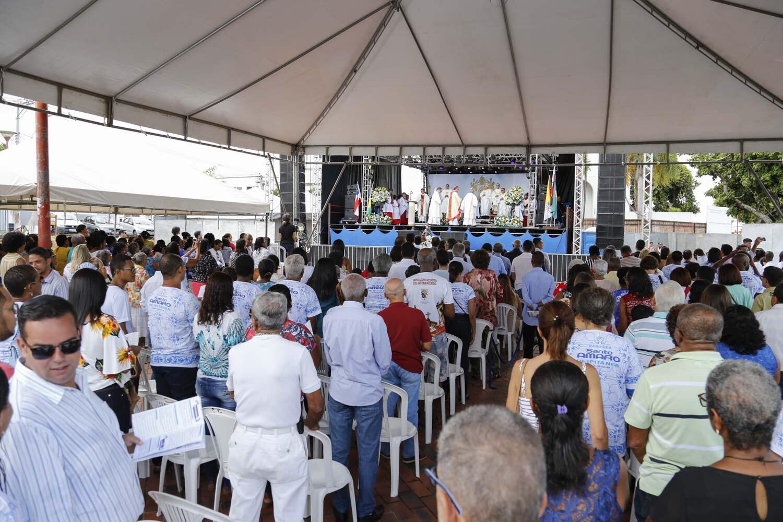 Devotos lotam Praça da Matriz para missa em reverência a Santo Amaro de Ipitanga