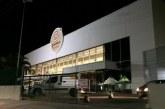 Vídeo: funcionário do GBarbosa cai do teto do supermercado em Lauro de Freitas