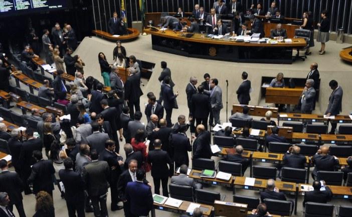 Presidente do PSL vota contra governo na Câmara